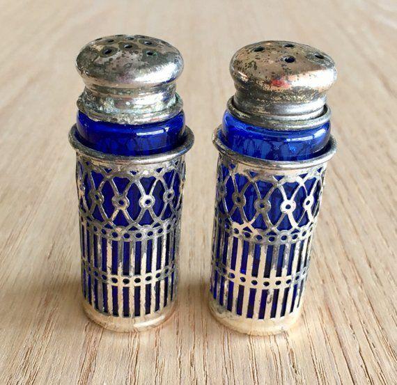 COBALT BLUE GLASS EMBOSSED SALT /& PEPPER SHAKER SET ~ RANGE SIZE ~