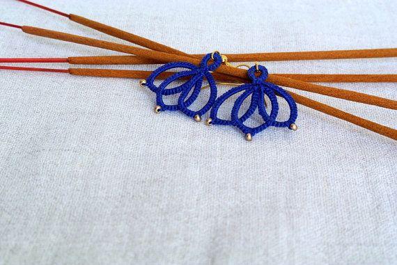Lotus flower earrings  tatted lace flower jewelry  von Ilfilochiaro