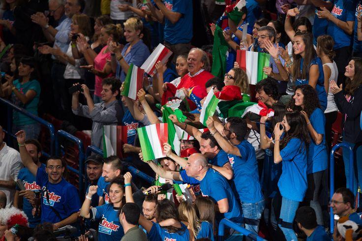 Il tifo degli italiani al forum di Assago