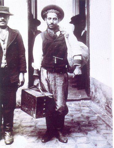 inmigrantes en argentina   Literatura argentina e italiana en diálogo: Irresponsable, de Manuel ...