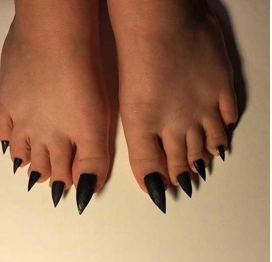 Женщины за 50 показывают пальчики на ногах смотреть онлайн