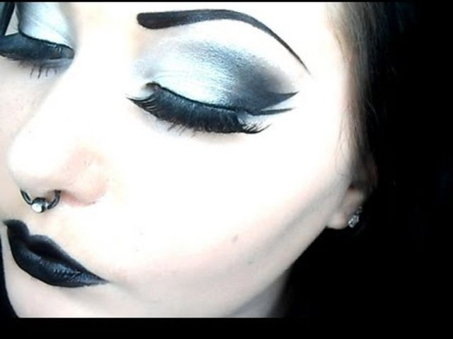 I got: gothic/ emo makeup! what should your makeup style be?