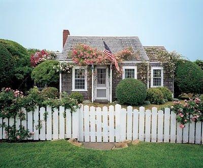 nantucket.  cottage.Picket Fences, Beach House, Beach Cottages, Dreams, Little House,  Pale, Tiny Cottages, Little Cottages, White Picket Fence