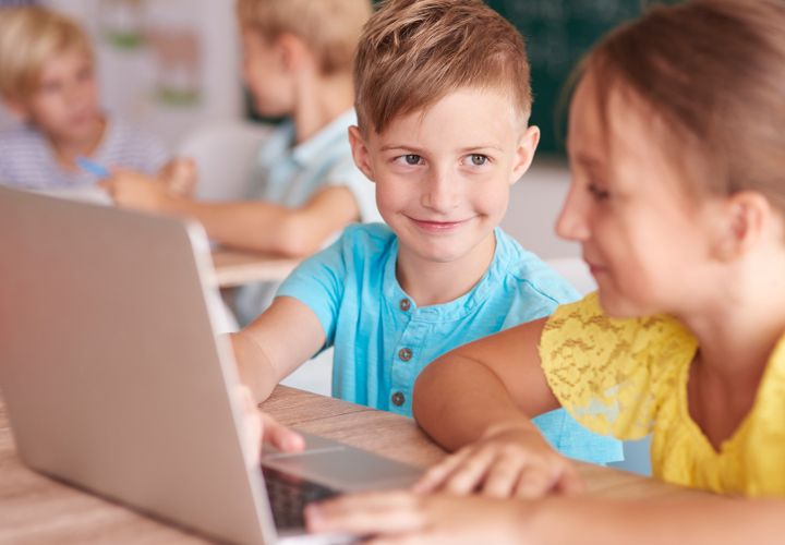 Artikel von Prof. Dr. Friederike Siller - Wenn man sich auf eine kleine Zeitreise zu den Kinderschuhen des Internets begibt, stellt man fest, dass es bereits vor 20 Jahren zahlreiche Internetseiten für Kinder gab. Die Gegenwart ist noch viel bunter.