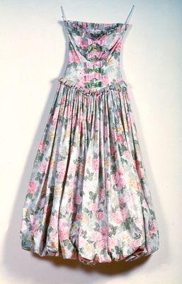 Rokokó ihletésű estélyi ruha