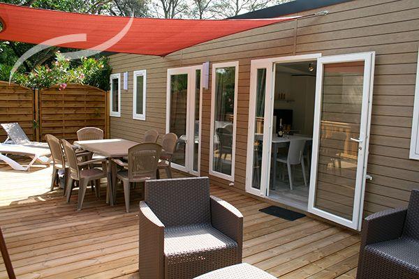 La Terrasse Amenagee Et A L Ombre Superbe Toocamp Deco Mobilhome Camping Mobil Home De Luxe Mobil Home Deco Interieure