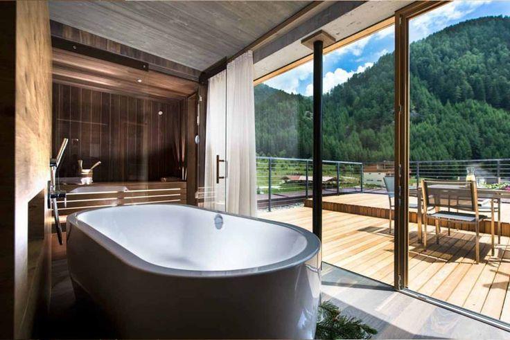 hotel valserhof in vals s dtirol die panoramasuite mit. Black Bedroom Furniture Sets. Home Design Ideas