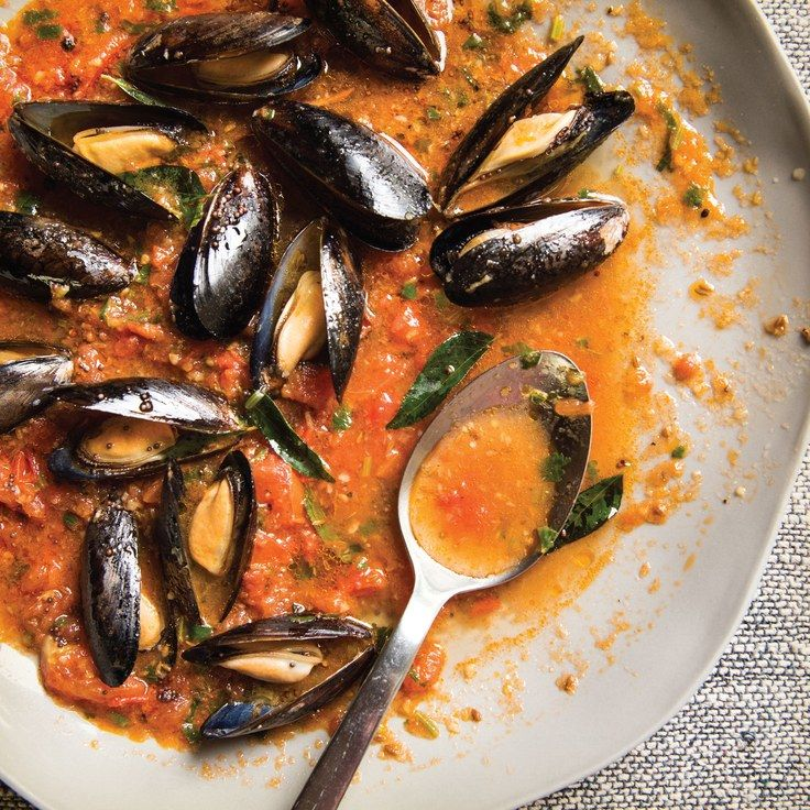 Mussels in Light Broth