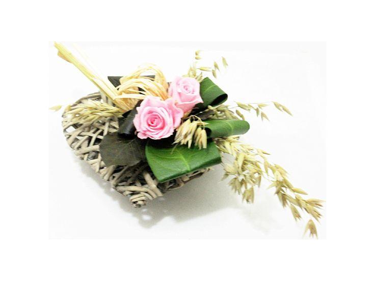 Cœur en osier de roses roses stabilisées. http://themarose.com/home/12-mini-coeur.html