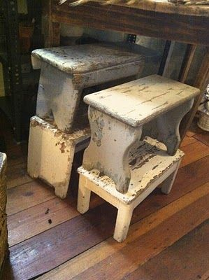 bench/stool for bathroom ... DIY project for that old piece of wood ?