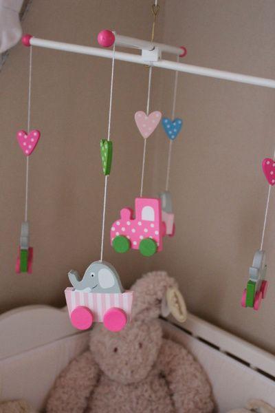 barnrum,mobil,spjälsäng,elefanter,jabadabado