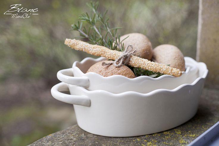 White ceramic baking dish set