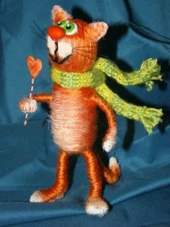 Весёлый кот - кукла из винных пробок