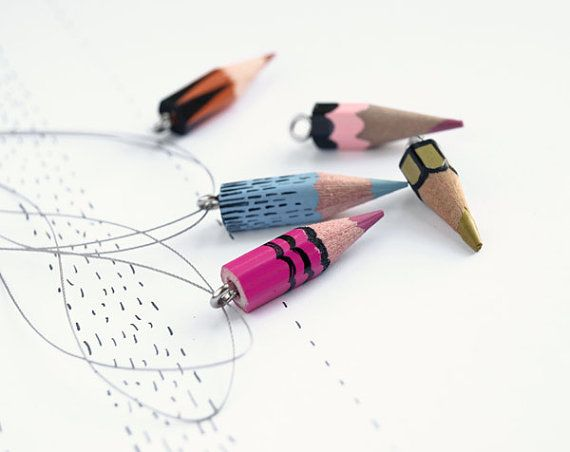 k a r o l i n e . f e l i x . d r e a m: Pencil Jewelery, Crafts Ideas, Pencil Necklaces, Awesome Ideas, Colors Pencil, Candy Hands, Girls Ideas, Pencil Charms, Crafty Ideas
