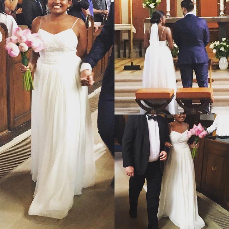Idag har jeg været til katolsk vielse for at se denne smukke kjole jeg har syet in action  på den smukkeste brud.. det var smukt og hvilket smukt par❤���� #herecomesthebride #wedding #sommerbryllup #bryllup #bridaldress #tailormade #tailor #imadeit #iloveit #beautiful #kærlighed http://gelinshop.com/ipost/1523967111242967775/?code=BUmOANrA-rf