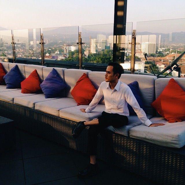 Sublime Sky Lounge, 17th Floor Gino Feruci Braga Hotel Jl Braga No.67 Bandung