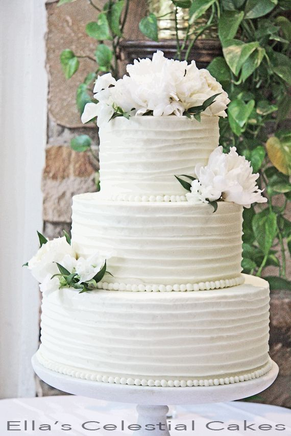 Line Texture Cake : Horizontal buttercream lines on rustic chic wedding cake