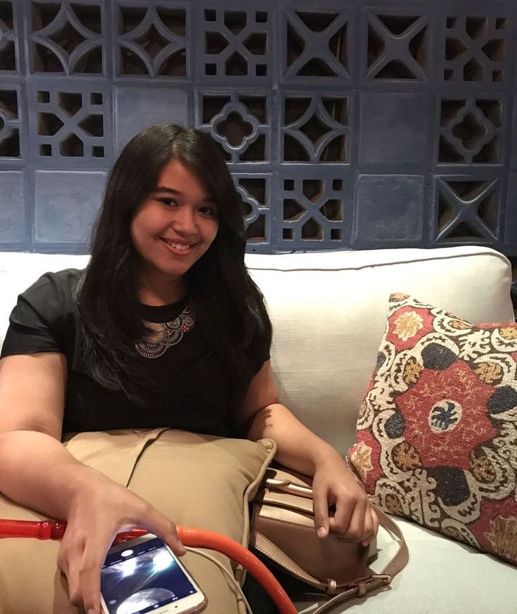 Raisya Qanita: Enjoying your easy weekend at Fez Kinara as one of your new experiences. Our new interior design and concept make you feel pleasantly surprised like hangout in the real Middle-East country, like Raisya Qanita, one of our lovely customer is enjoying her first time visited Fez Kinara. She celebrated her friend's birthday dinner with our favorite foods & beverage such as Kebab, Mandhi Rice and Masala Tea. She didn't forget to order Shisha with Grape Mint flavor as complementary…