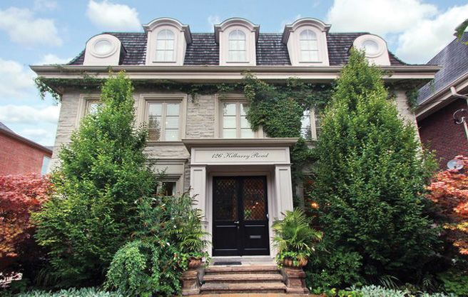 Address:126 Kilbarry Road Neighbourhood:Forest Hill South Agent:Howard K. Lende, Forest Hill Real Estate Inc., Brokerage Price:$2,795,000 The Place: A classy five-bedroom home with a chateau-like exterior in the heart of Forest Hill. Bragging Rights: Major curb appeal.Passers-by often stop to admire the pretty landscaping and ivy-covered white stone. Big Selling Point:The house is walking distance...  Read more »