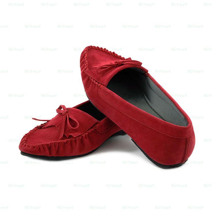 Flatshoes cantik dengan bahan suede kombinasi kain printing. Sol karet anti selip