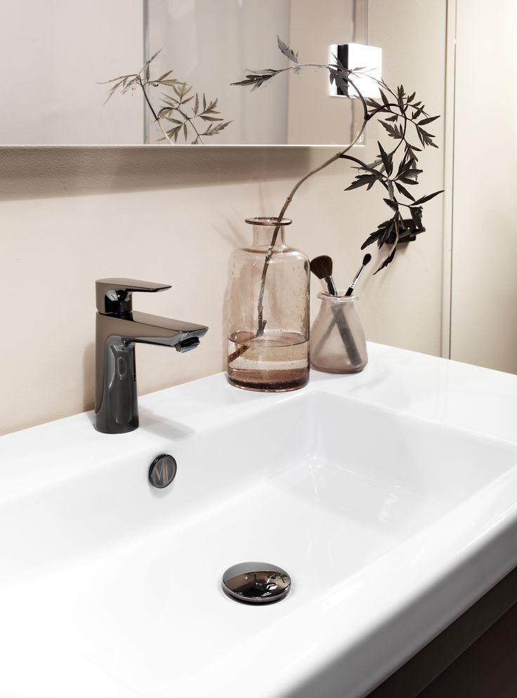 Våra tvättställ är av äkta sanitetsporslin som är det mest hållbara materialet, lättstädat och håller i många år utan att repas. Välj mellan 5 olika tvättställ till Lagan-serien: Slim, Square, Deep, Hide eller Sand Round.