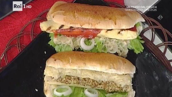 La ricetta degli hot dog con würstel di pollo di Luisanna Messeri oggi 2 febbraio 2017 tra le ricette La prova del cuoco