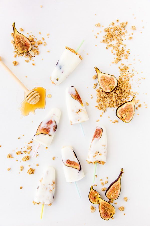 Take your breakfast on the go with this simple recipe for honey yogurt fig pops (with granola sprinkles). #breakfast #Popsicle #yogurt
