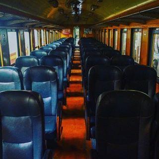 Met de nachttrein van Bangkok naar Chiang Mai! Het artikel staat online op meeropreis.com 🚉👍🏼#thailand #thailife #blogger #photography #travel #travelling #travelphotography #train #trainstation #trainride #meeropreis