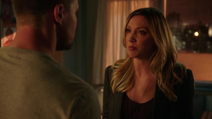 """I really don't get why Laurel asking Oliver why he didn't tell her about Thea being wounded by Ra's or taking her to Nanda Parbat to use the Lazarus Pit on her, or even calling him for his """"hypocrisy"""" has to do with the situation that Sara was acting like a feral animal and on a killing spree since being resurrected by the pit just as Thea was. How Oliver and Laurel resurrected their sisters were different, he acted out of desperation and she acted out of grief. AND SHE'S PLAYING THE VICTIM?"""