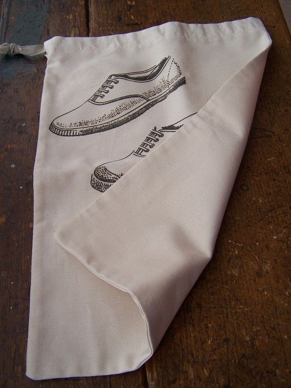 Travel shoe bag with vintage shoe design  +-38 x 26cm