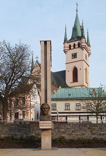Kostel sv. Mikuláše a památník A.Hrdličky v Humpolci