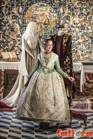 Los trajes de Clara María Parejo: El traje de la Crida | Actualidad Fallera - portal dinámico sobre las Fallas de Valencia.
