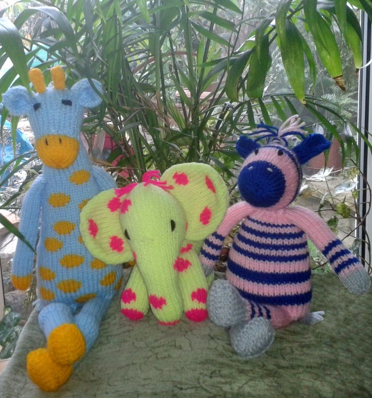 More Sirdar Noah's Ark toys made from their free patterns, brilliantly made by Dawn.