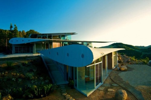 House built with parts of a Boeing 747 - David Hertz Architects.: Architects, David Hertz, Winghous, Studios, Airplane, California Home, Wings House, Boeing 747, 747 Wings