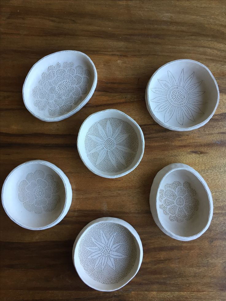 Small porcelain pinch pots by Janine Flew