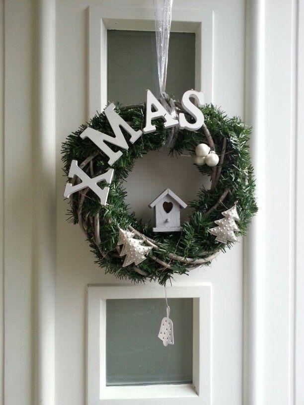 Kerstkrans voor de voordeur