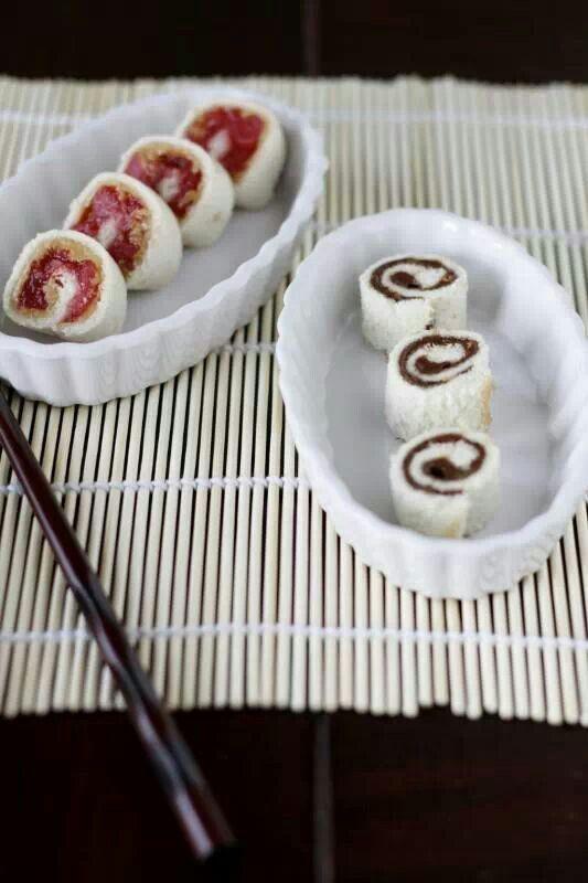 Sushi per i più piccoli, rotolini di pane bianco con nutella e marmellata.