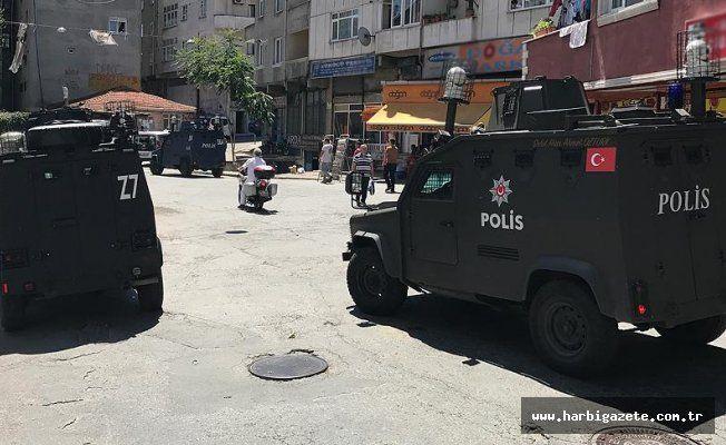 İstanbul'da DEAŞ operasyonu: 32 gözaltı İstanbul'da terör örgütü DEAŞ'a yönelik operasyonda, yabancı uyruklu 32 kişi gözaltına alındı.