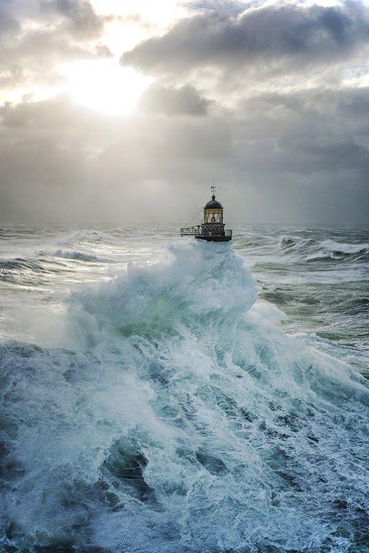 Faro en la tempestad