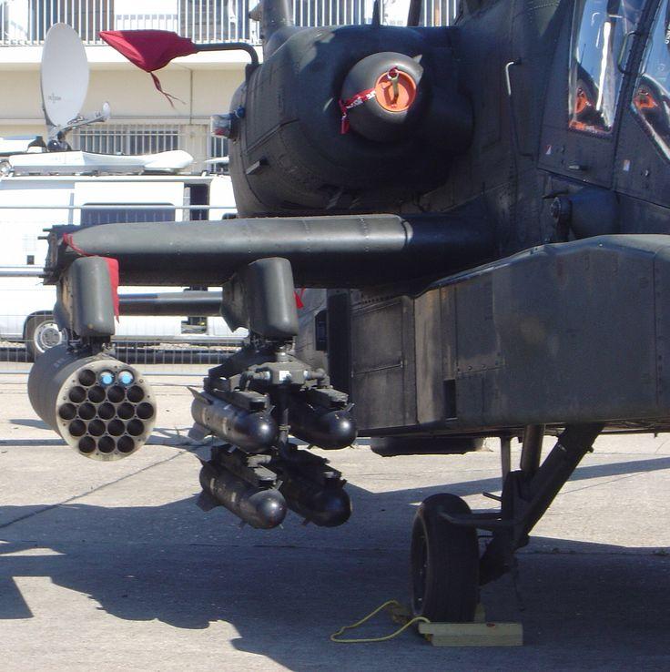 AH-64Dアパッチの、内側パイロンに、ヘルファイア対戦車ミサイル。外側パイロンに、ハイドラ70ロケット弾を19発装備のM261ロケット弾ポッドを装備。