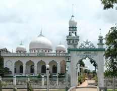 Over view of Chau Giang Mosque. more information http://www.chaudoctravel.com/2011/09/chau-giang-mosque-in-chau-doc/