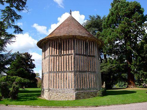 Le pigeonnier du Manoir de Bellou   ~   The dovecot of Manoir de Bellou, France