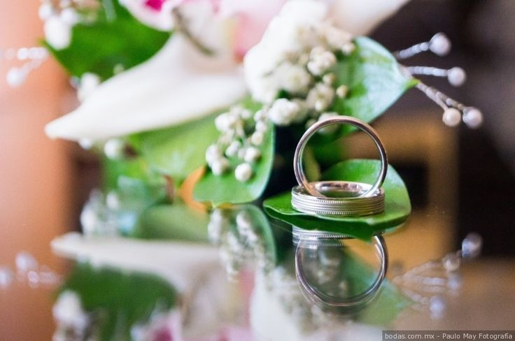 Close up a los anillos de matrimonio ¡Mira más ideas aquí!  Bodas.com.mx  Paulo May Fotografía//   #bodascommx #weddingbands #wedding #anillos #bodas #bodamexicana