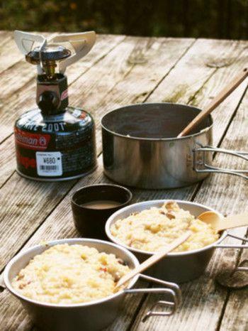 捨て汁なしあったか山ごはんチーズリゾット   バーナーと鍋が1つあれば簡単にできるお手軽な本格リゾット。野菜などは小分けにしてからジッパー付きポリ袋に入れて持参すれば、現地での調理の手間が省けます♪