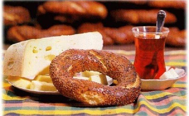 Basit yasayacaksın,basit  Sanki yaşamın bir gün sona erecekmiş gibi basit.  Çay simit ve peynirle   ____GÜNAYDINNN