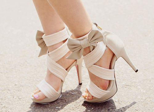 Bow heels: Fashion Shoes, Bows Heels, Bows Ties, Style, Clothing, Shoes Sho, Fall Shoes, Sandals, High Heels