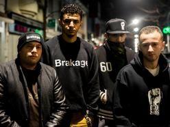 NOMOBS @ SFINKS MIXED - Positive Antwerp Hip-Hop.  De naam NoMoBs uit zich als kritiek op de hedendaagse hiphop cultuur waar men tegenwoordig vooral inhoudsloze teksten brengt. NoMoBS brengt teksten recht uit eigen  leven.  NoMoBS is vooral herkenbaar door de 4 verschillende talen en stijlen waarop er gerapt wordt (Nederlands/Antwerps, Frans, Arabisch en Engels).  info: http://www.sfinks.be/artist/nomobs/  #Sfinksmixed #gratisfestival #nomobs