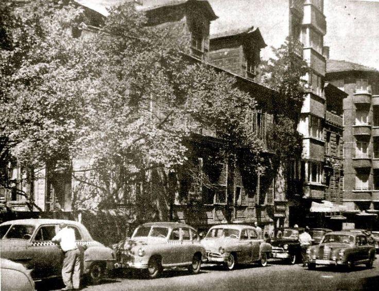 İbrahim Şükrü Paşa konağı.. Şişli 'de bulunan konak 1972 senesinde yıktırılmış.