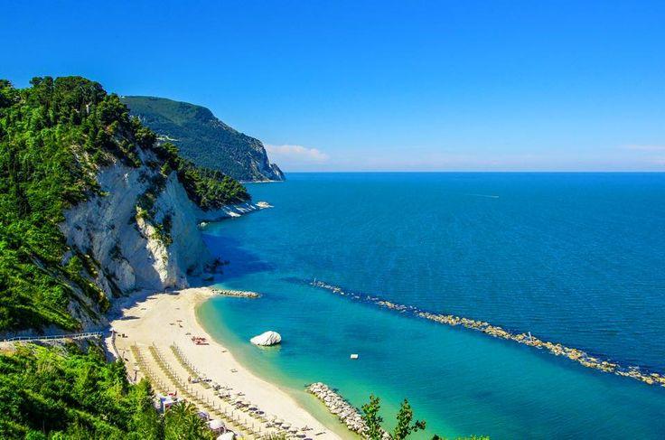 http://www.hotelsinmarche.com/monte-conero Riviera del Conero, il luogo ideale per vivere le tue vacanze estive di Menno Zwart