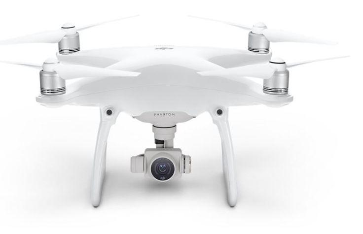 DJI Phantom 4 Camera Drone ab sofort im Apple Store - https://apfeleimer.de/2016/03/dji-phantom-4-camera-drone-ab-sofort-im-apple-store?utm_source=PN&utm_medium=PINIT&utm_campaign=DJI+Phantom+4+Camera+Drone+ab+sofort+im+Apple+Store - Apple bietet ab sofort die DJI Phantom 4 Camera Drone in seinem Apple Store an. Der iKonzern bewirbt die innovative Drohne mit der Ansage, dass man in Verbindung mit iPhone oder iPad so perfekte Aufnahmen von sich selbst beim Schwimmen, Joggen od